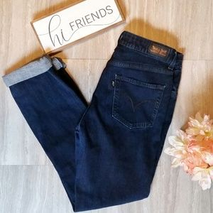 Levi's Dark Wash Mid-Rise Skinny Denim Like New! 8